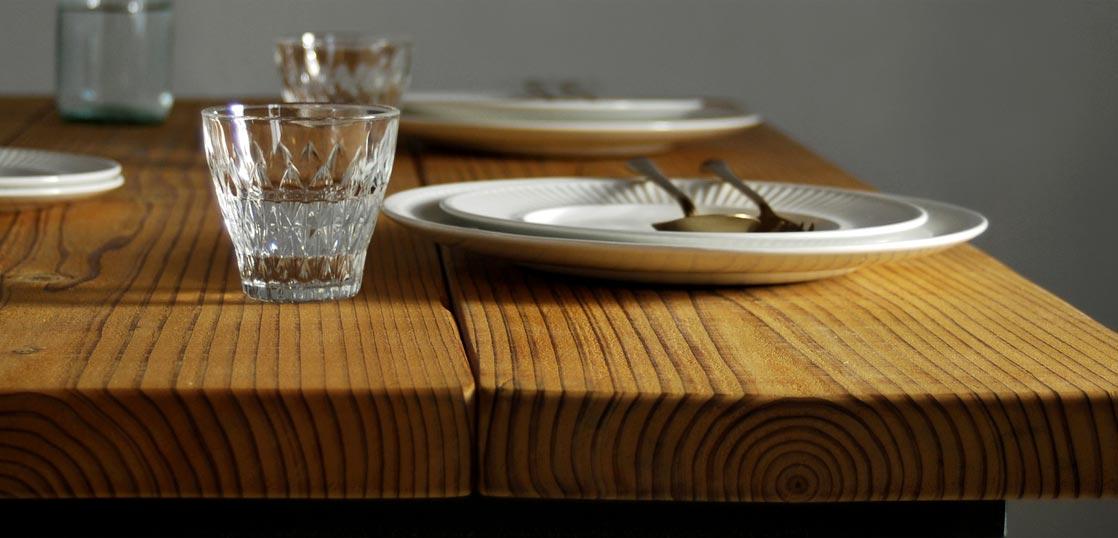 オイルフィニッシュのテーブル