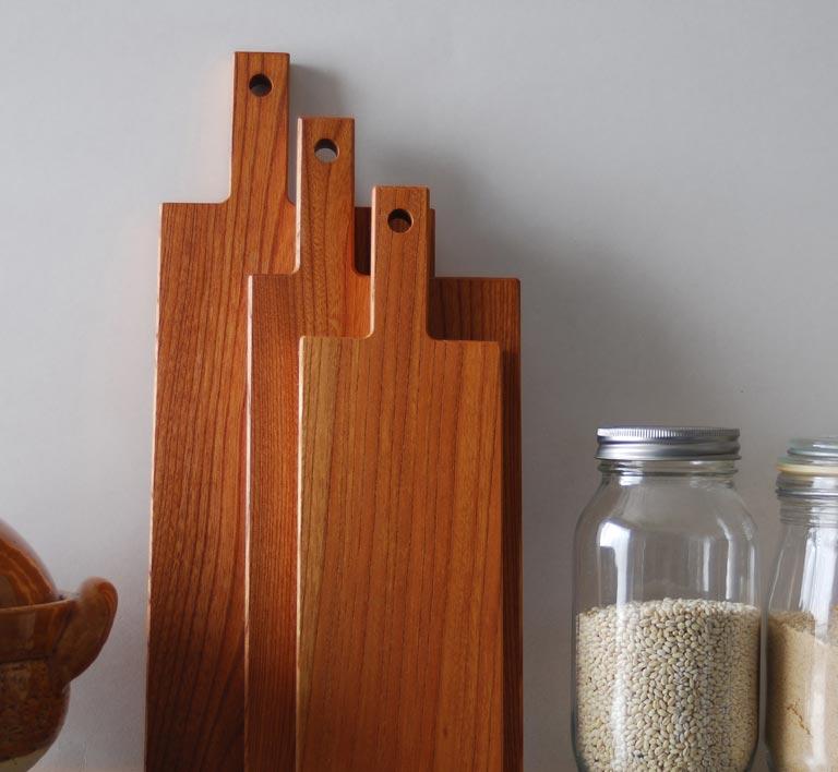 キッチンに並べたカッティングボード