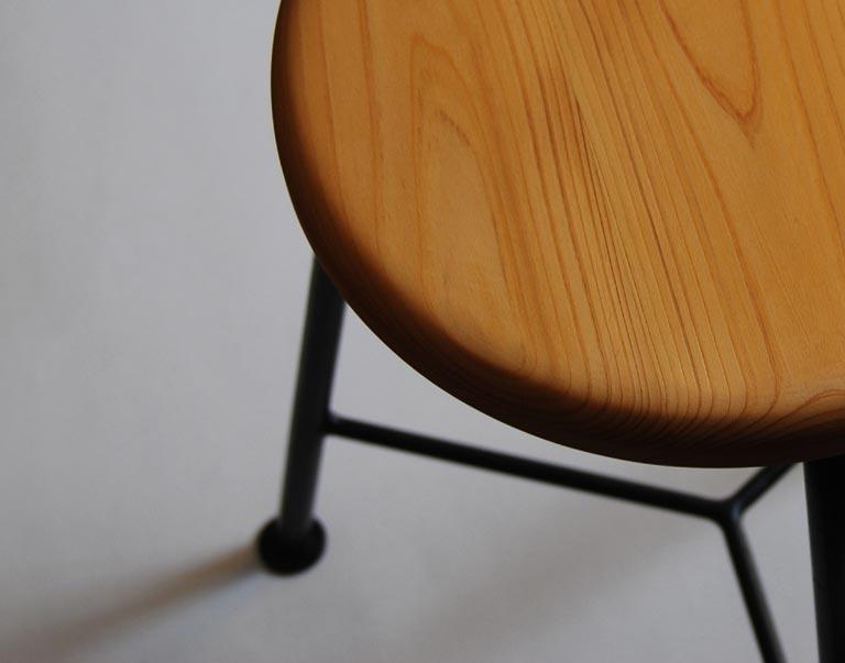 上から見た状態の座面と椅子脚