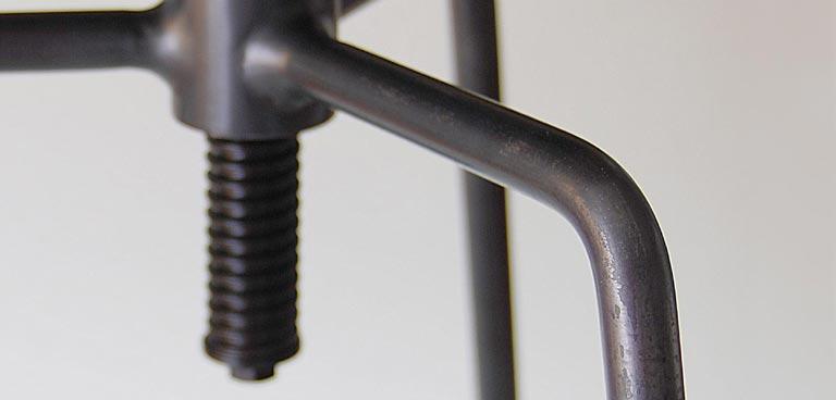 鉄の椅子脚