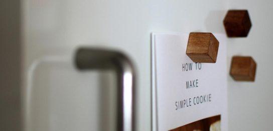 冷蔵庫のドアに、レシピをマグネットで留めている