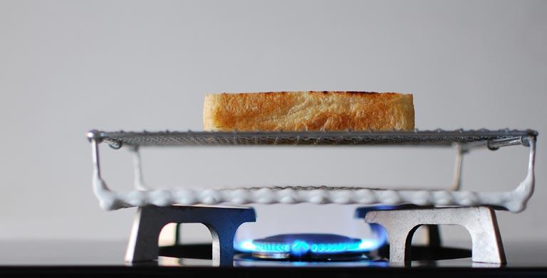 ガスコンロとトースト