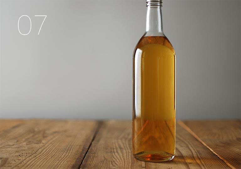 完成した梅酒の瓶詰め