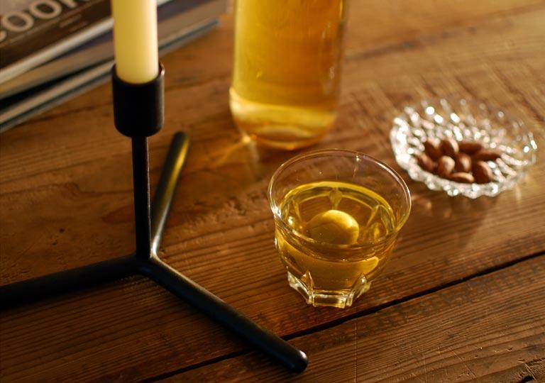 キャンドルスタンドとグラス