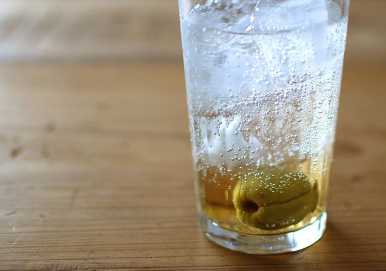 炭酸水と割った梅酒