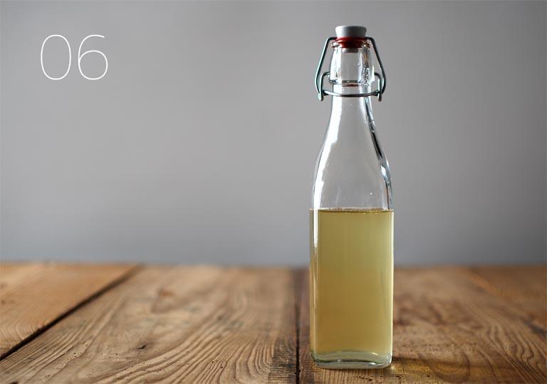 ボトルに入替えたフルーツビネガー