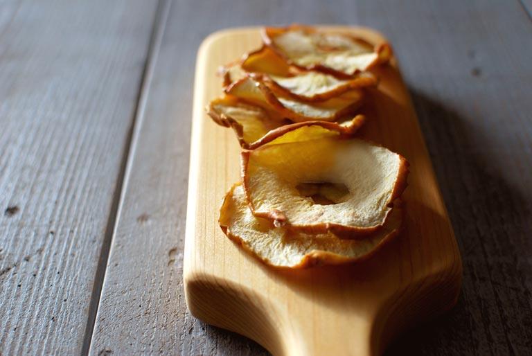 レンジで乾燥させたドライリンゴ
