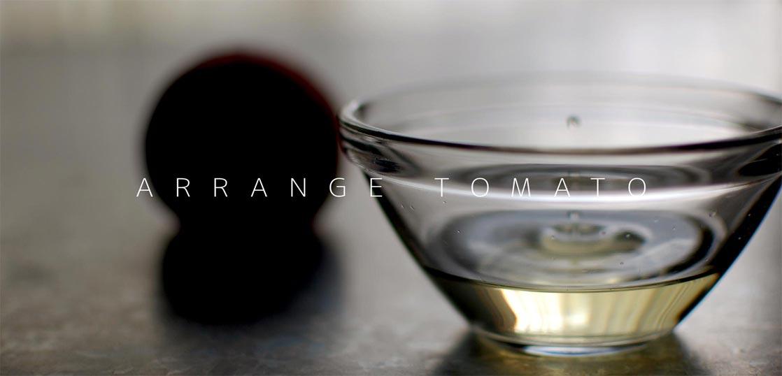 生のトマトを搾った透明ジュース
