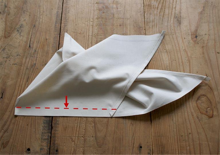 端をめくりあげて反対側を縫った状態