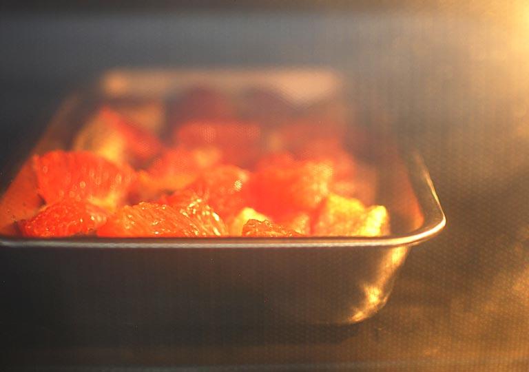 オーブンで焼いている様子