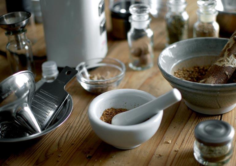 乳鉢と、その他のすりおろす道具たち