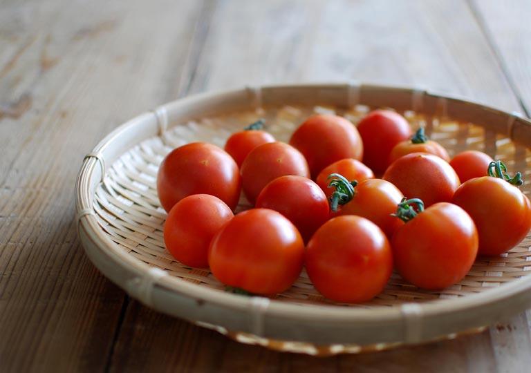 フレッシュな16個のフルーツトマト