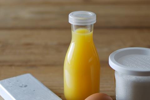 ビンに入ったオレンジジュース