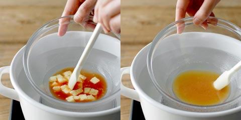 バターと砂糖を溶かしている