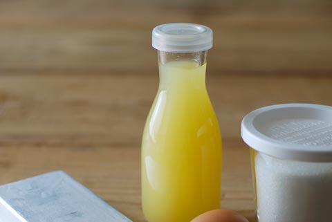 ビンに入ったパイナップルジュース