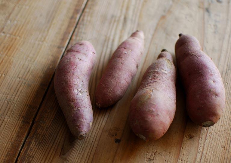 4本のサツマイモ