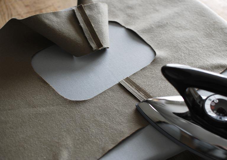 縫い代を割ってアイロンをかける