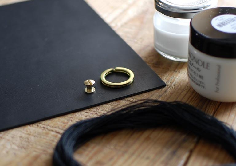 材料の革と糸とトコノール