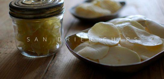 揚げる前と揚げた後のサンドライポテトチップス