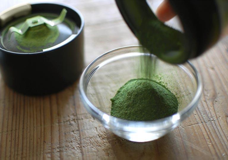 パウダー状になった緑茶